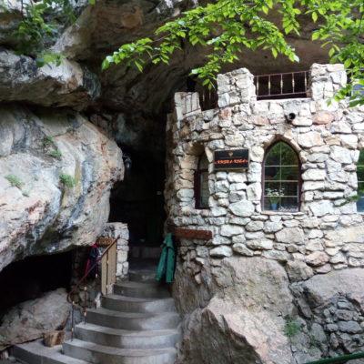 Кизил-Коба-Красная пещера