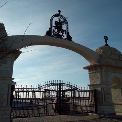 Главные ворота в монастырь