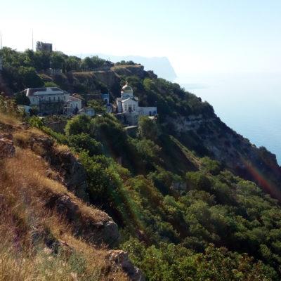 Вид на  Фиолентовский монастырь
