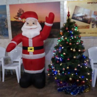 С Новый годом! Дед Мороз на канатной дороге