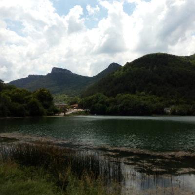 Озеро около горы Мангуп