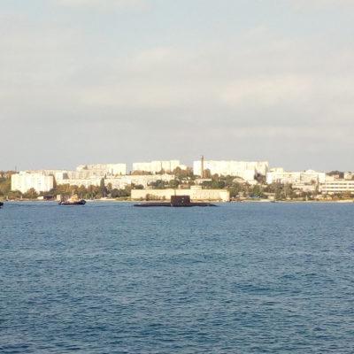 Севастопольская бухта. Вход подводной лодки