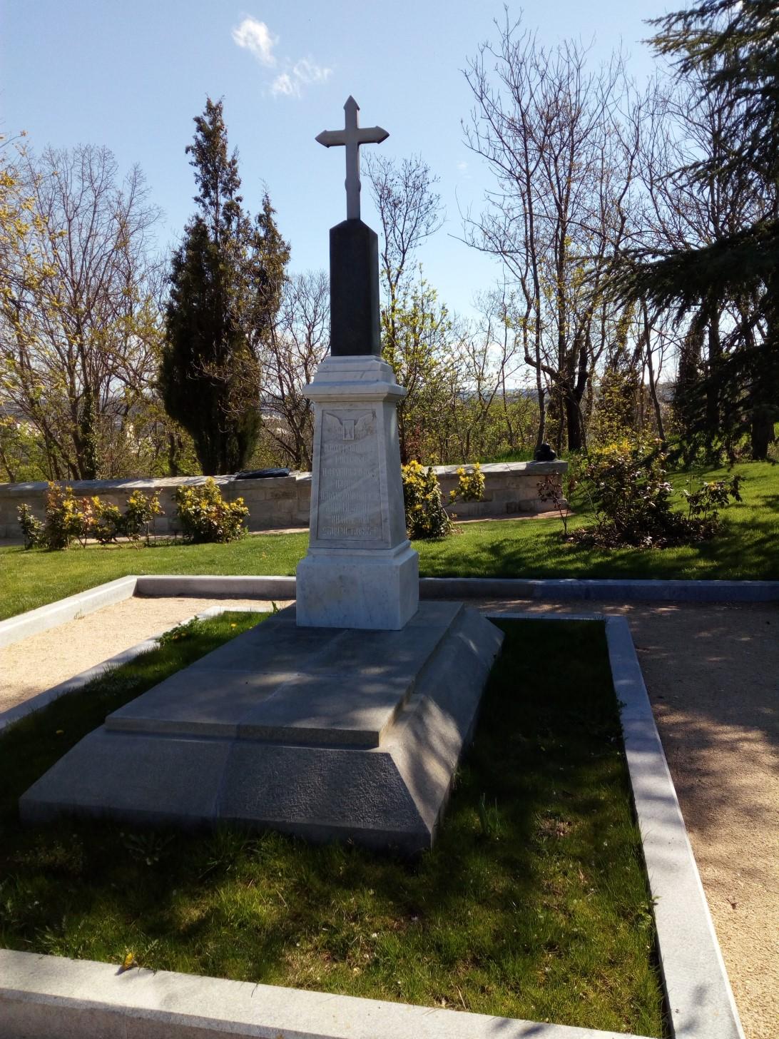 Памятник на могиле русских и французских воинов
