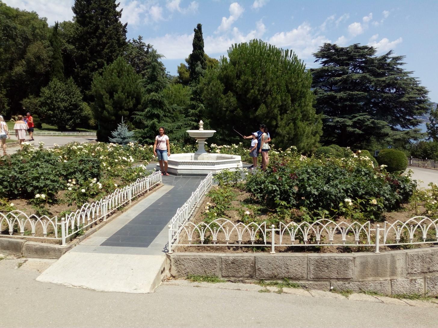В парке Ливадийского дворца