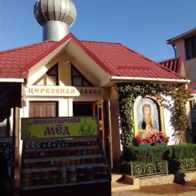 На территории Троицкого монастыря