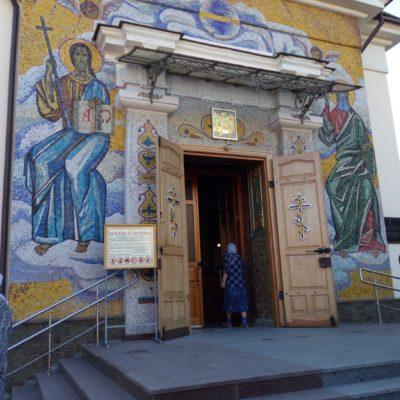 Вход в Троицкий храм