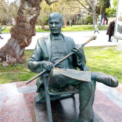 Памятник М. Пуговкину