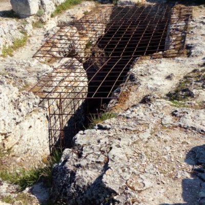 Древний пещерный храм