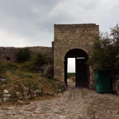 Ворота в Чуфут-Кале