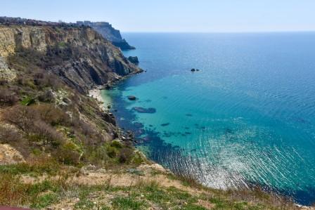 Голубое море в бухте Александры