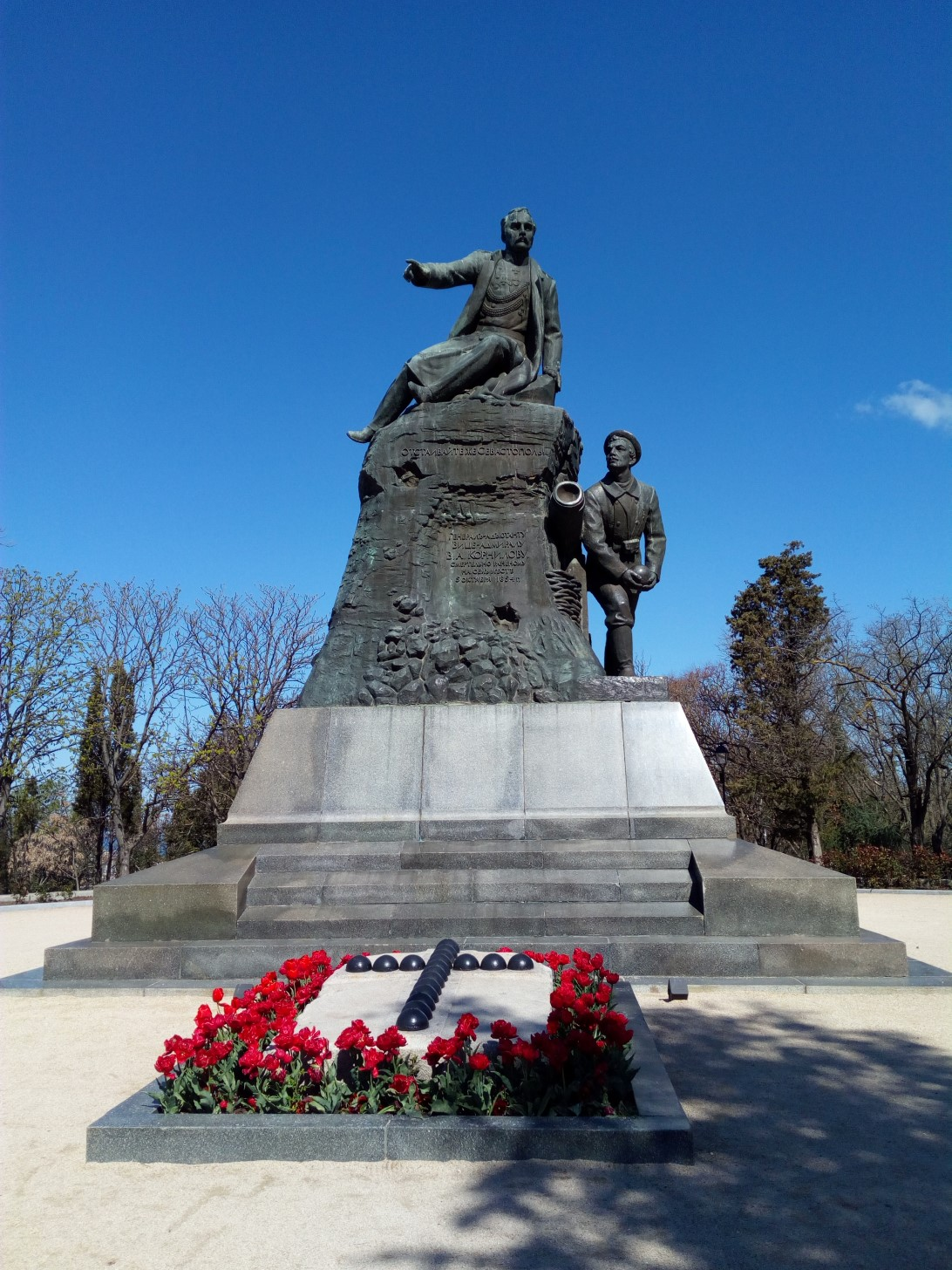 Памятник адмиралу Корнилову