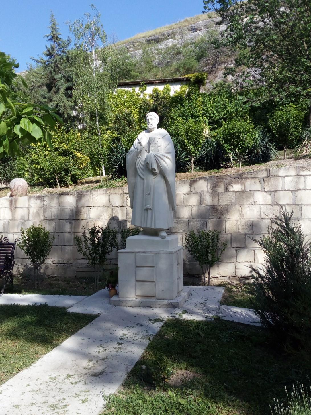 Памятник святому Клименту на территории монастыря