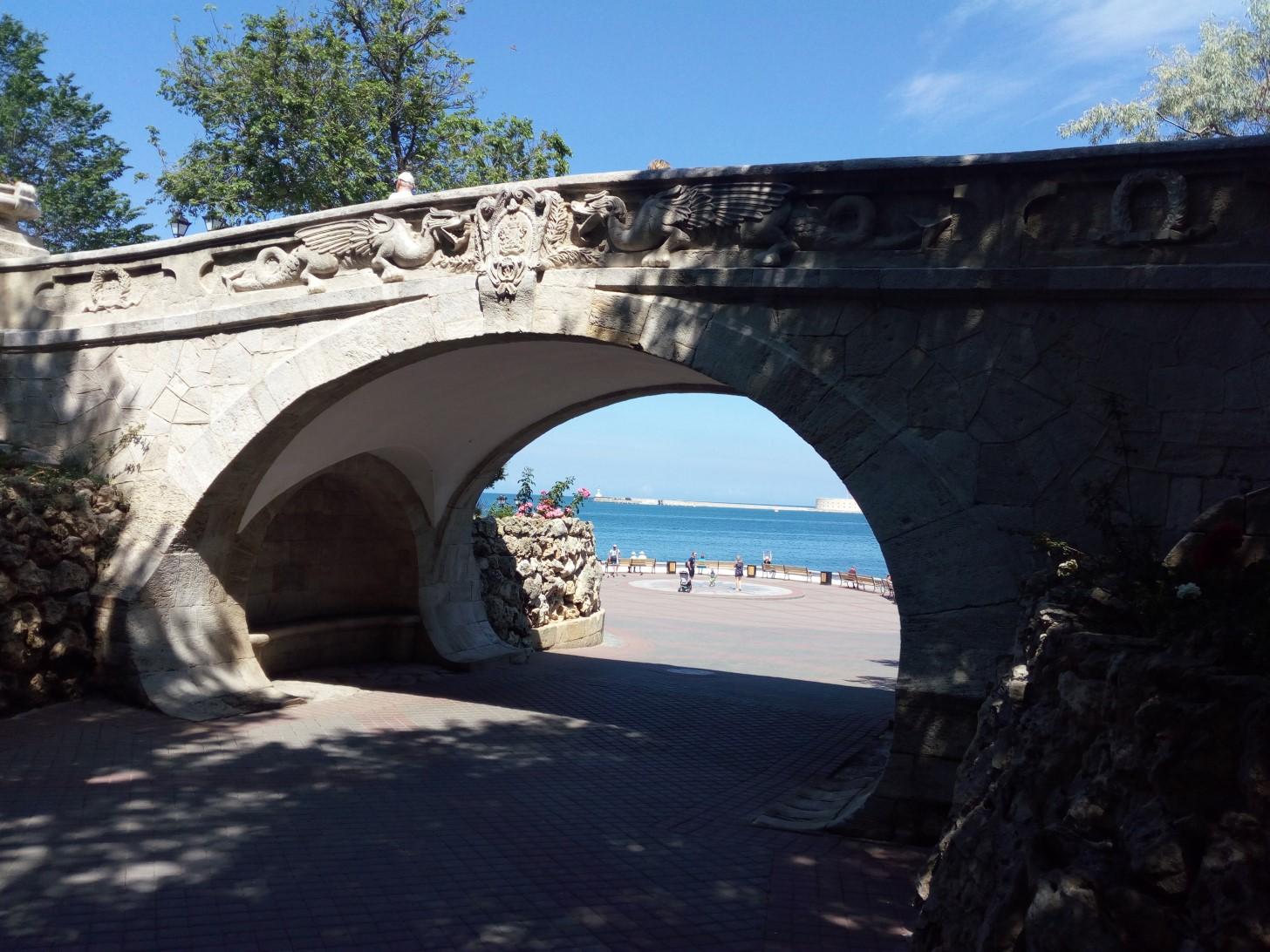 Драконий мостик